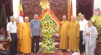 Đồng chí Bí thư Tỉnh ủy thăm, chúc mừng Ban Trị sự Phật giáo tỉnh.