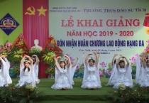 Đồng chí chủ tịch UBND tỉnh dự lễ khai giảng năm học mới với thầy và trò Trường THCS Đào Sư Tích, Thị trấn Cổ Lễ, huyện Trực Ninh.